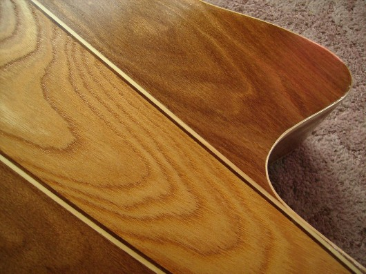 菊ギター第14号完成ウラボディー上部アップ