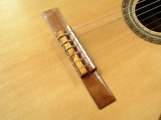 菊ギター第14号完成ブリッジ1