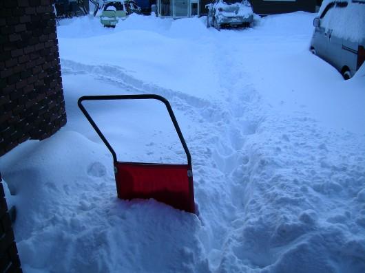 大雪玄関前