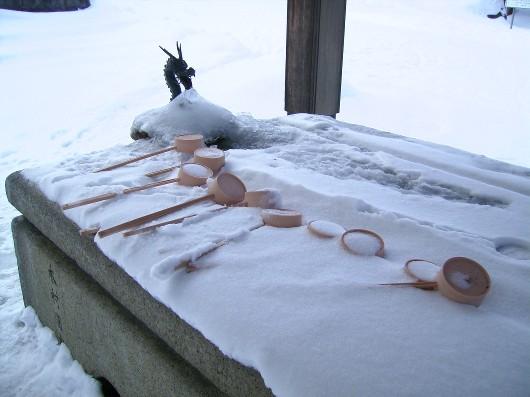 雪の御手洗アップ