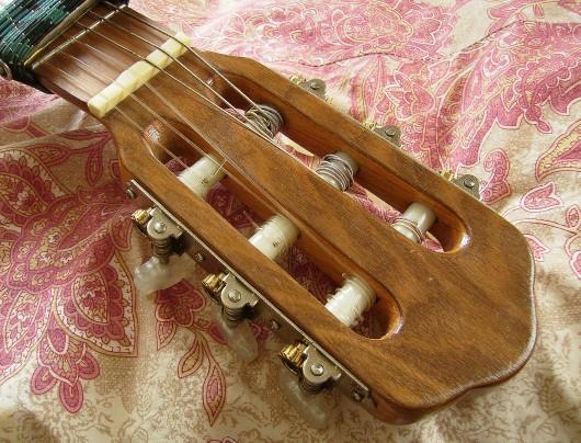 菊ギター第10号ヘッド斜上から