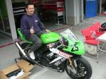 #25 RSガレージハラダ姫路のZX-10Rと選手兼オーナーの原田選手