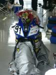 ST600クラスでチャンピオンになった山口選手。花束はJ-GP2マシンの上に…