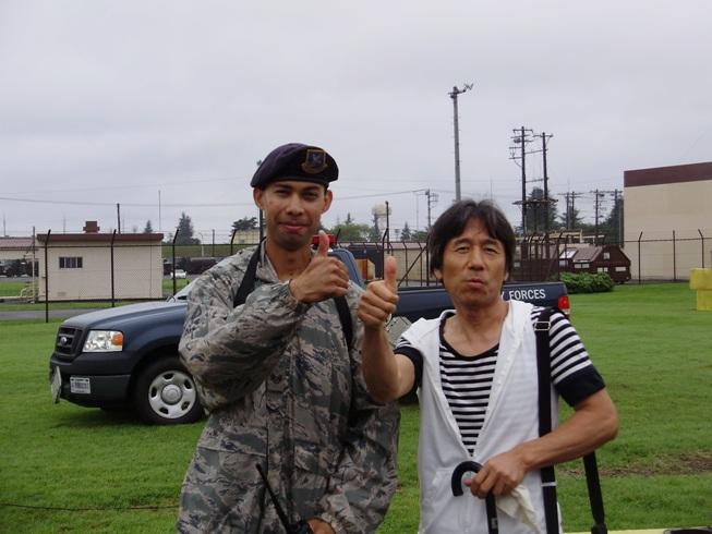 米軍兵と一緒に