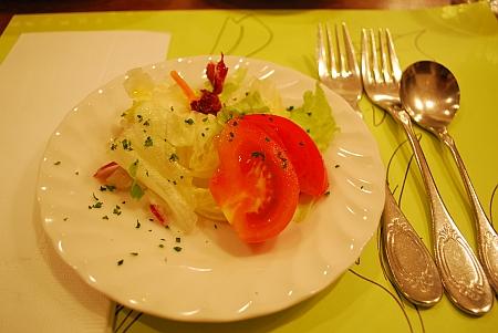 鮮やかなサラダ