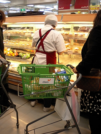 惣菜コーナーへ移動
