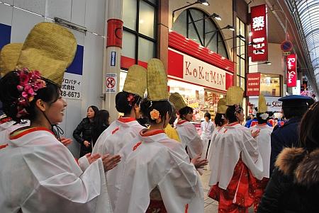 戎橋筋商店街を入っていきます。