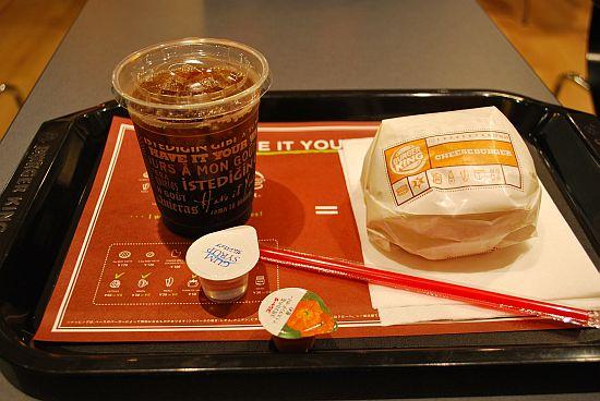 アイスコーヒー&チーズバーガー