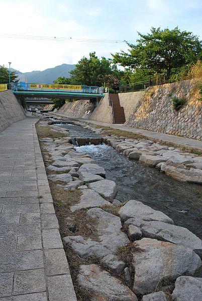 都賀川を登る