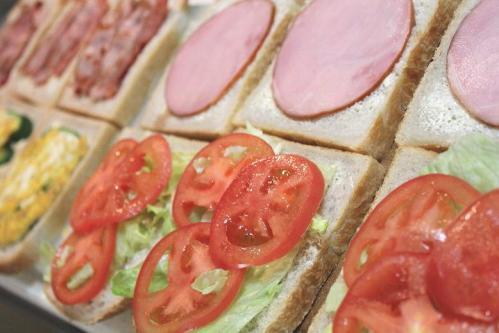 20101202マンゴー酵母山食でサンドイッチ1a