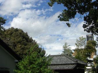 10月8日午前10時30分の空