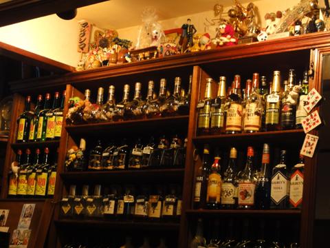 お酒の周りにマジックの何かが・・・。