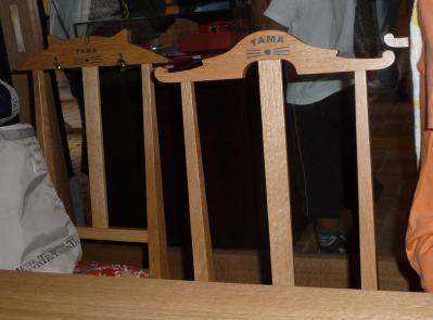 たまステーション完成披露31-カフェの椅子