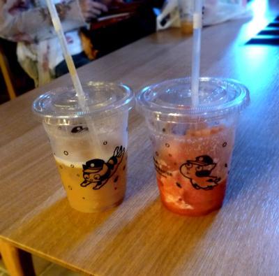 たまステーション完成披露33-カフェで飲んだスイカジュースと桃ジュース