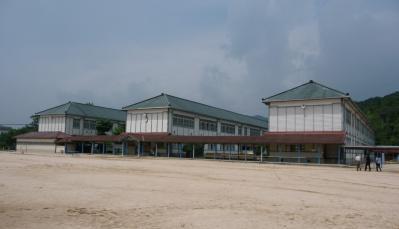 西脇市へ2010.07.31-西脇小学校04~木造校舎3連