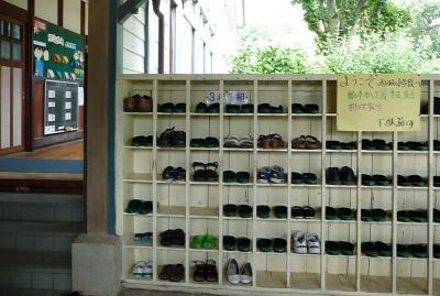 西脇市へ2010.07.31-西脇小学校06~靴箱