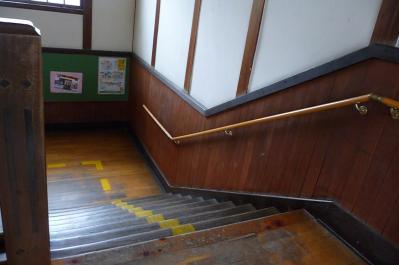 西脇市へ2010.07.31-西脇小学校12~2Fからの階段