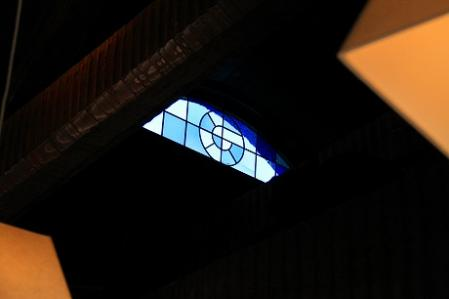 たまステーション完成披露24-駅舎の中ステンドグラスの目
