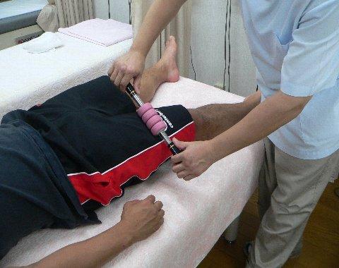 水山の大腿部を治療