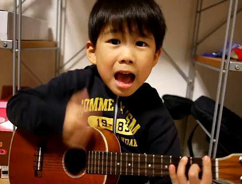 5歳のウクレレ少年