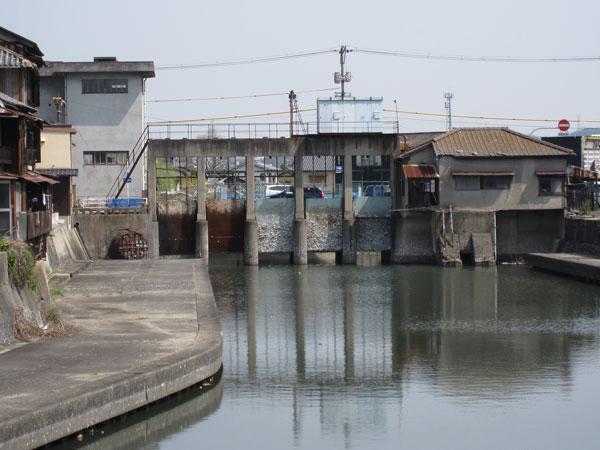 みなと水門①20100322海側全景