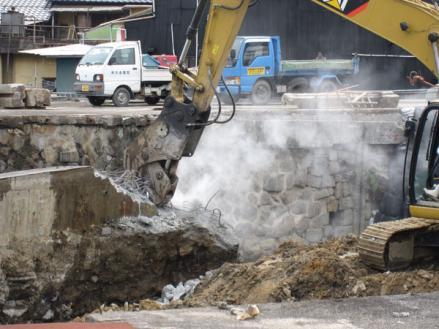 港橋北側工事20100331コンクリート壁破砕