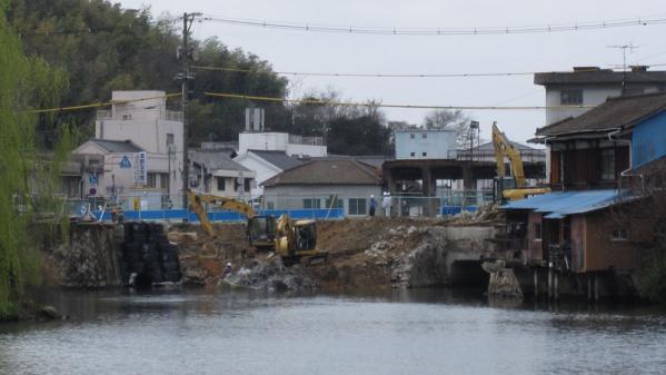 港橋北側工事20100402?