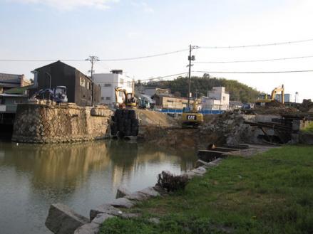 港橋北側工事20100403?-1-2