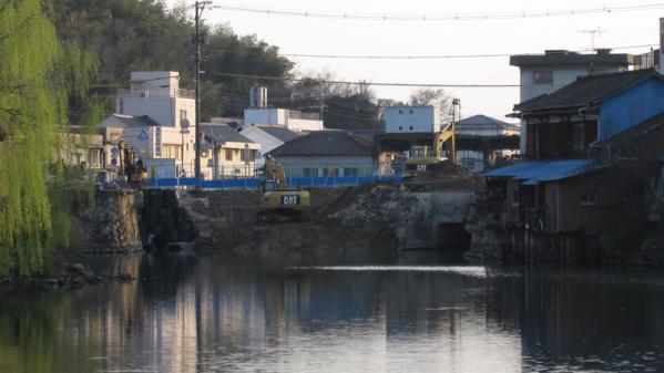 港橋北側工事20100403?