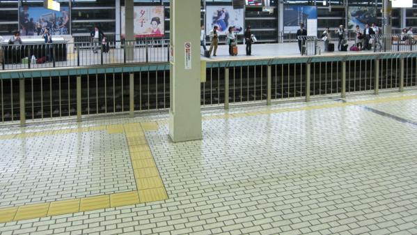 けいおん!!#4「修学旅行!」2京都駅2-3-2(補正)