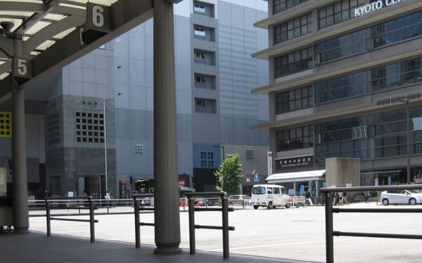 けいおん!!#4「修学旅行!」3京都駅3-7-2(補正)