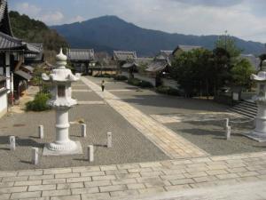 妙満寺②本堂前より門方向・比叡山