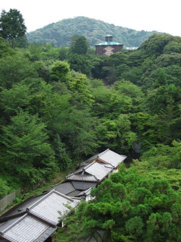 清水寺20100622-3(本堂舞台より子安塔覆屋)