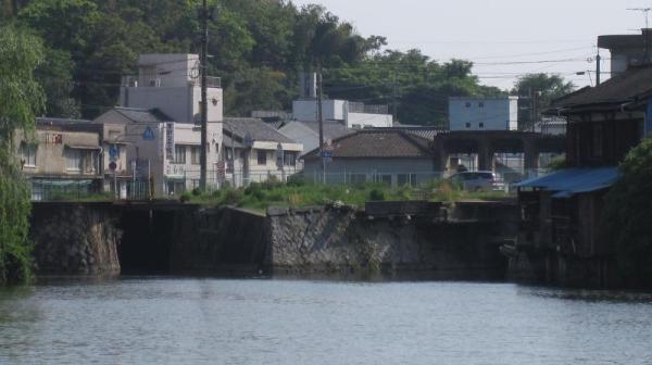 港橋上流側?(一部拡大)2009年5月9日