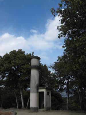 船岡山山頂の「物件」②