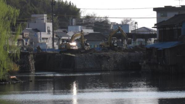 港橋上流側?(一部拡大)2010年3月16日