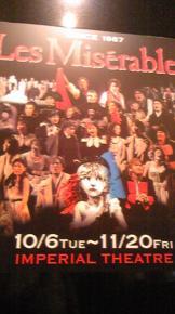 劇場ロビー柱にあったポスター