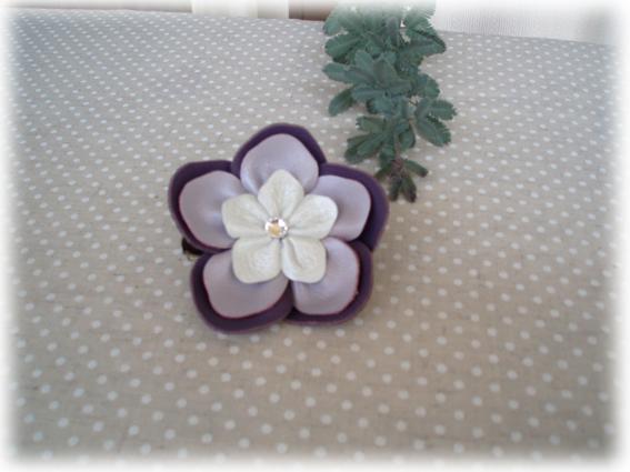 紫コサージュ