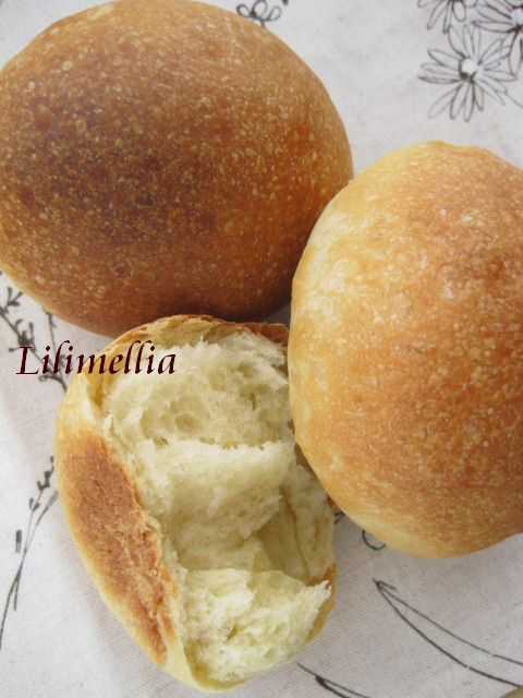 たまご入りまるパン