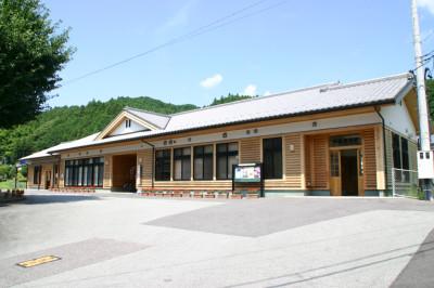 伊勢奥津駅舎