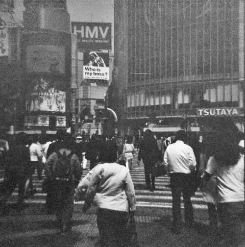 モノクロ+渋谷スクランブル交差点_convert_20100523233155