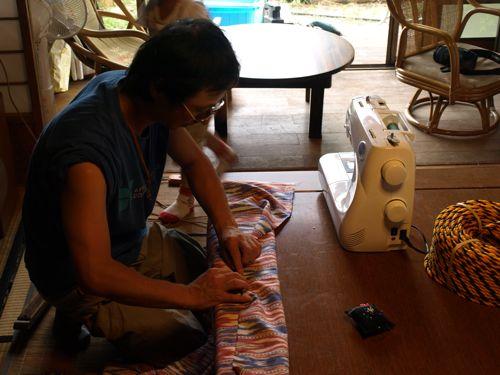 8布を縫う