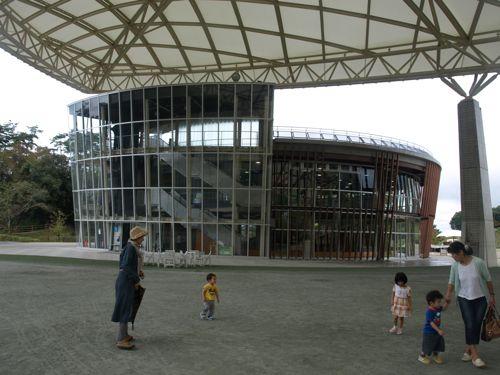 4プレイハウス建物