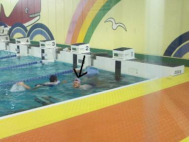 愛 着衣水泳