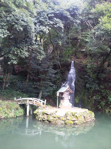 天神社と亀の尾の滝
