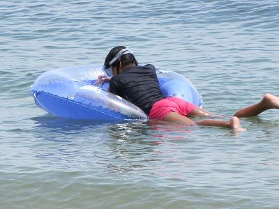 浮き輪でプカプカ