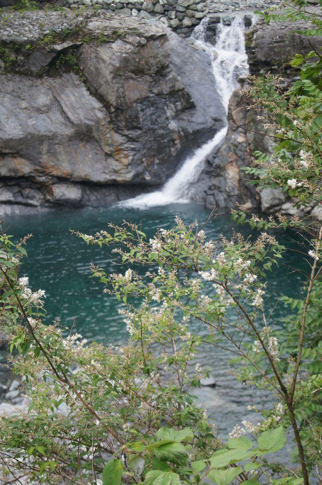 銅山川の流れ
