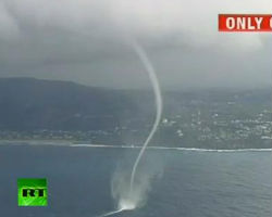 Amazing waterspout tornado caught on camera off Australia