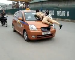 Vietnamese Communist Police Officer beats Taxi Driver