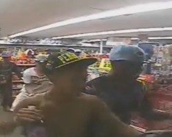40+ People Mob Robs Convenience Store
